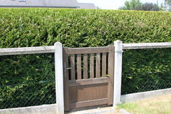 Puerta de jardín a en ninguna parte Fotos de archivo libres de regalías