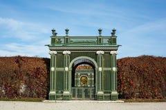 Puerta de jardín en Schloss Schonbrunn Foto de archivo