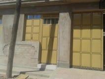 Puerta de la casa imagen de archivo