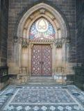 Puerta de la catedral de Praga Fotografía de archivo libre de regalías