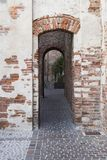 Puerta de la ciudad con las arcadas, de Cittadella, Italia fotografía de archivo