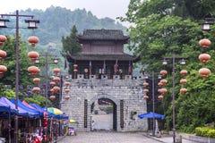 Puerta de la ciudad de la ciudad antigua del pueblo de China Songtao Miao Nationality Autonomous County Miao imagenes de archivo