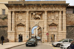 Puerta de la ciudad a la ciudad vieja Zadar Croacia Imagen de archivo