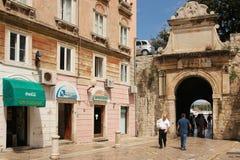 Puerta de la ciudad a la ciudad vieja Zadar Croacia Imagen de archivo libre de regalías
