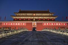 Puerta de la ciudad Prohibida en la noche Foto de archivo libre de regalías