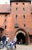 Puerta de la entrada del castillo gótico, Malbork Imagen de archivo