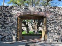Puerta de la entrada del fuerte de la ensenada Foto de archivo