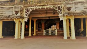 Puerta de la entrada del palacio de Mysore pero ninguna entrada Imagenes de archivo