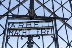 Puerta de la entrada en Dachau fotos de archivo libres de regalías