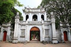 Puerta de la entrada principal al templo de la literatura fotos de archivo libres de regalías