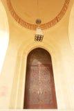 Puerta de la entrada principal de la mezquita magnífica en Bahrein Fotografía de archivo libre de regalías