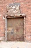 Puerta de la fábrica fotos de archivo