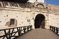 Puerta de la fortaleza Fotos de archivo libres de regalías
