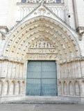 Puerta de la iglesia en una catedral en Francia Imagenes de archivo
