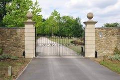 Puerta de la mansión Fotos de archivo