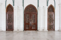 Puerta de la mezquita moderna en Malasia Imágenes de archivo libres de regalías