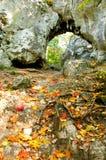 Puerta de la piedra caliza fotos de archivo libres de regalías