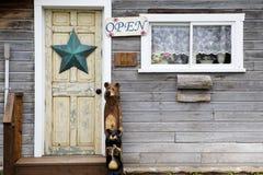 Puerta de la tienda rural Foto de archivo