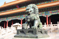 Puerta de los leones de bronce Foto de archivo libre de regalías