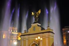 Puerta de Lyadsky del monumento en cuadrado de la independencia en Kiev imagen de archivo libre de regalías