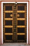 Puerta de madera adornada Imágenes de archivo libres de regalías