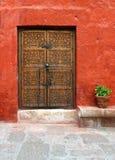 Puerta de madera antigua imagen de archivo