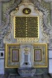 Puerta de madera antigua en el palacio de Topkapi del harem Imagen de archivo libre de regalías
