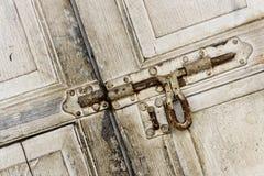 Puerta de madera blanca del grunge del vintage Imagen de archivo