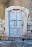 Puerta de madera blanca vieja Fotografía de archivo libre de regalías