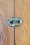Puerta de madera cerrada con la cerradura Imagen de archivo libre de regalías