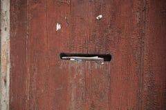 Puerta de madera con la caja de los posts Imagen de archivo