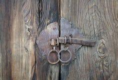 Puerta de madera con la cerradura Imagenes de archivo
