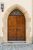 Puerta de madera con una linterna Foto de archivo libre de regalías
