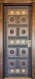 Puerta de madera de Brown en el estilo del este en Balneario-club Fotos de archivo