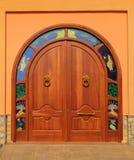 Puerta de madera de la entrada fotografía de archivo libre de regalías