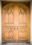 Puerta de madera de la iglesia Fotos de archivo libres de regalías