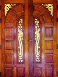 Puerta de madera de los artes Fotos de archivo libres de regalías
