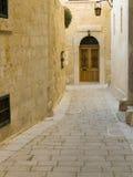 Puerta de madera de Mdina Imagenes de archivo