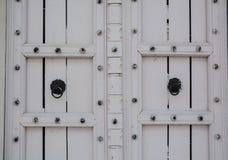 Puerta de madera del fuerte antiguo imagen de archivo libre de regalías