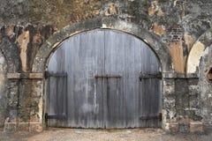 Puerta de madera del garage Imágenes de archivo libres de regalías