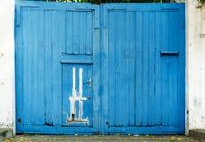 Puerta de madera del grunge azul del vintage Imagen de archivo libre de regalías