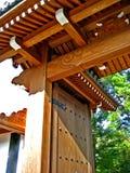 Puerta de madera del templo Imagen de archivo libre de regalías