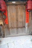 Puerta de madera del traditonal chino Foto de archivo