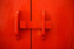 Puerta de madera en el templo Foto de archivo