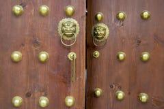 Puerta de madera en estilo oriental fotos de archivo libres de regalías