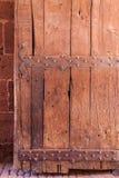 Puerta de madera fuerte llevada vieja Fotos de archivo