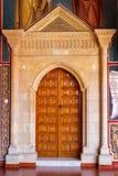 Puerta de madera grande en el monasterio famoso de Kykkos Fotos de archivo libres de regalías
