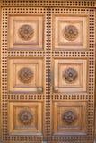 Puerta de madera ligera del castillo Foto de archivo