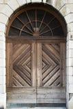 Puerta de madera masiva fotografía de archivo libre de regalías