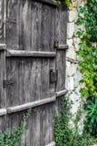 Puerta de madera muy vieja, cientos años Foto de archivo libre de regalías